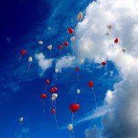 空に浮かぶ風船